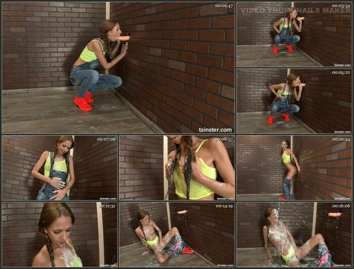Paris Devine aka Zdenka – This Skinny Babe Is Receiving A Gooey Slimewave (Full HD)