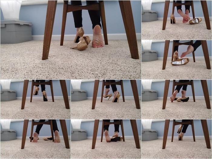 Mo Rina – under my chair 2