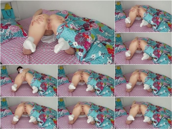 ManyVids presents Mylene in CUSTOM: Morning farts w  booty spreading –