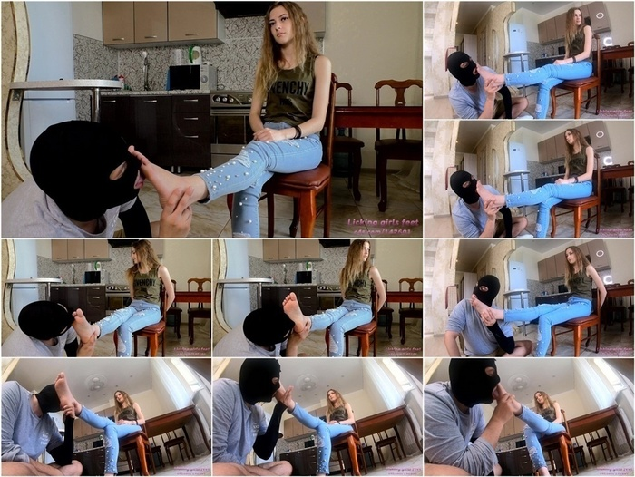Clips4sale presents Licking Girls Feet – MARY Gets foot worship
