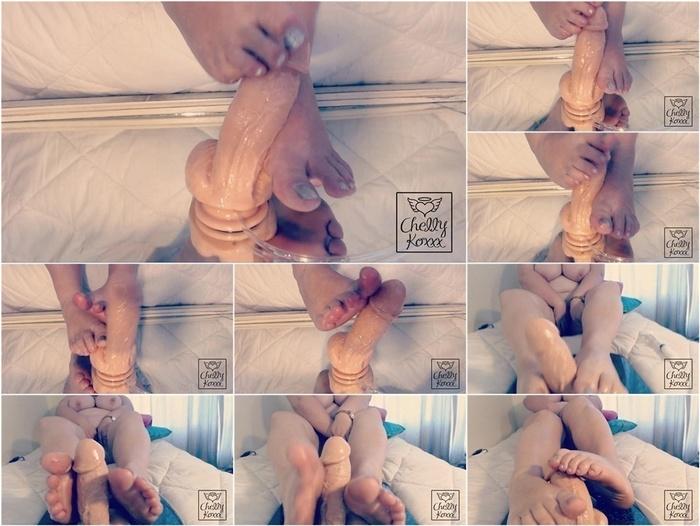 ManyVids presents Chelly Koxxx – BBW Naked Foot Fuck amp Cumshot