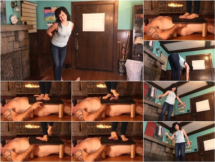 ManyVids presents Mistress Lucy Khan – Blue Jean Barefoot Ball Stomping